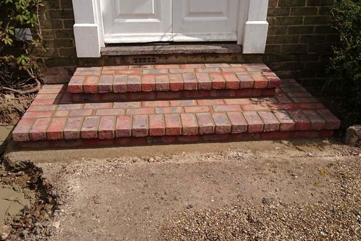 Front-steps,-East-Grinstead,-West-Sussex